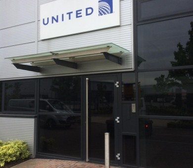 United-Airlines-Signage-768x1024-min